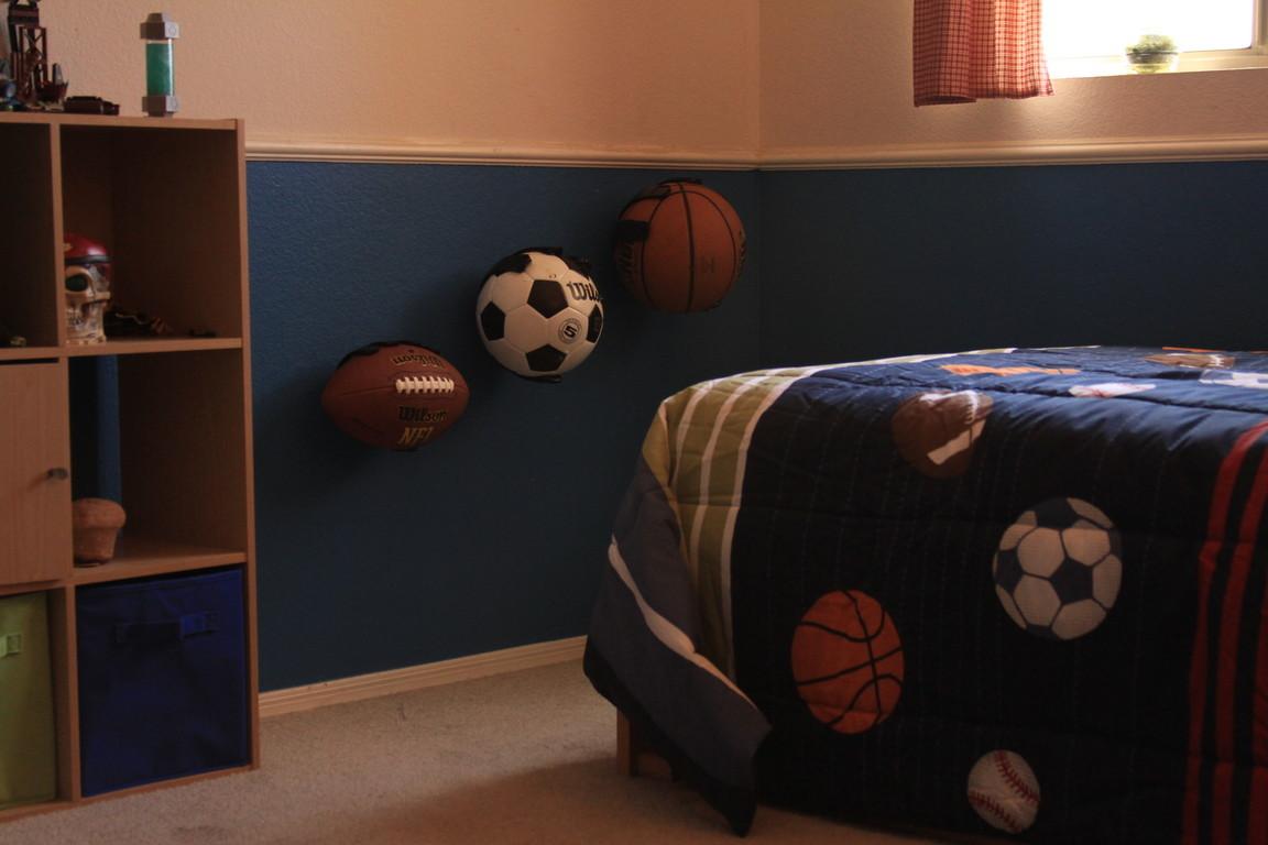 it-grabs-bedroom.jpg
